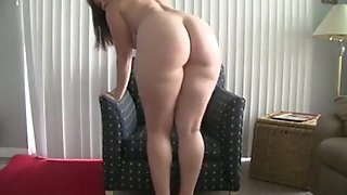 Fatty girl does a hot booty shake dance on live cam