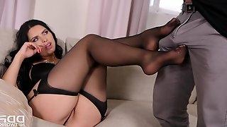 Stunning housewife With Playful Feet - elena rae