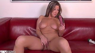 Carolynn Reese fucks her pussy with a dildo