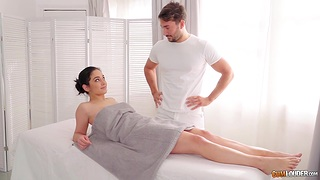 Masseur is playing with pussy curtains of sexy client spoil Ginebra Bellucci